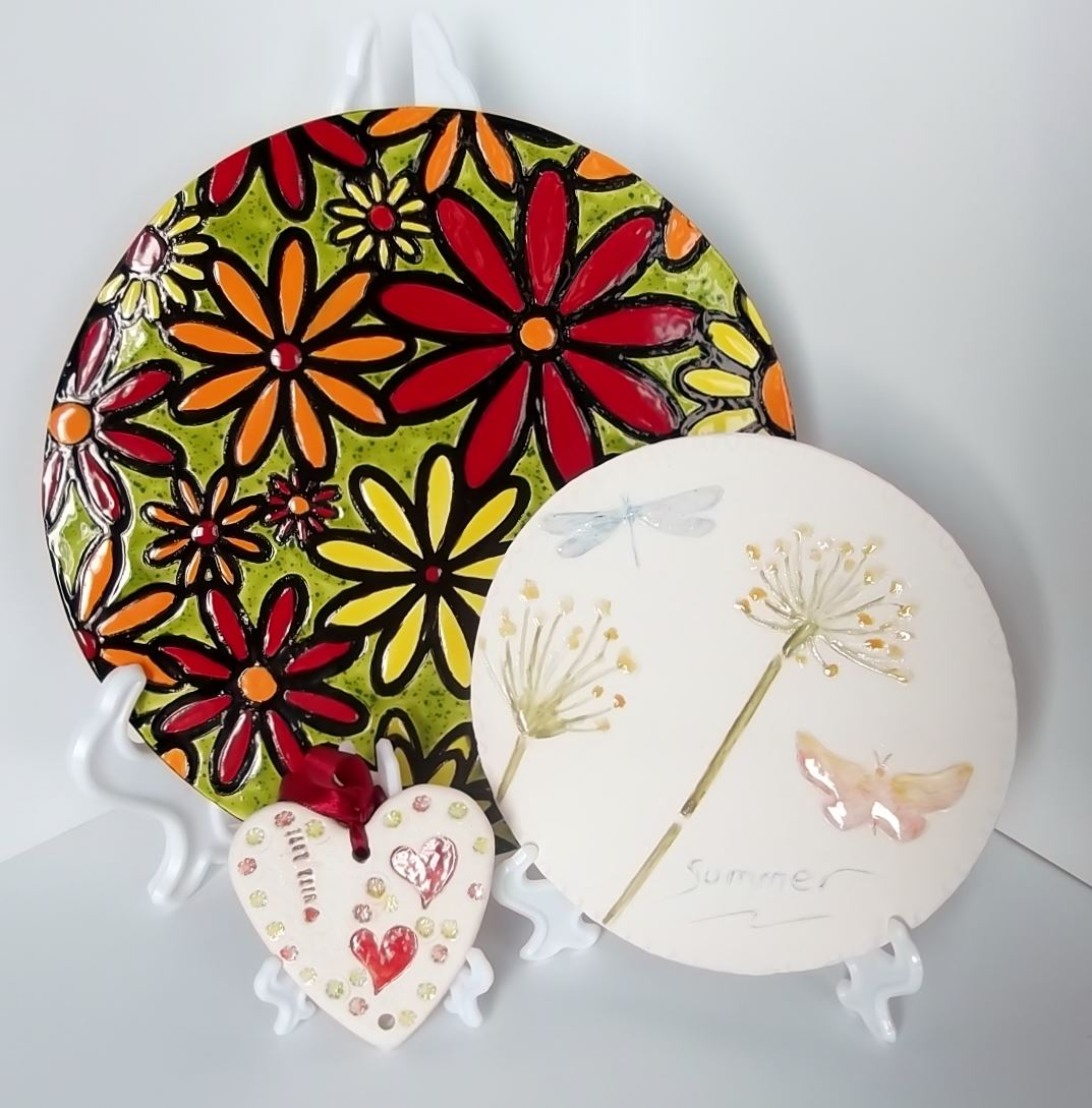 10 Inch White Plate Stand