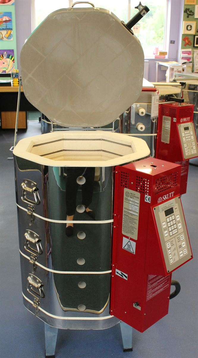KM827 Electric Ceramic Kiln with Lid Open